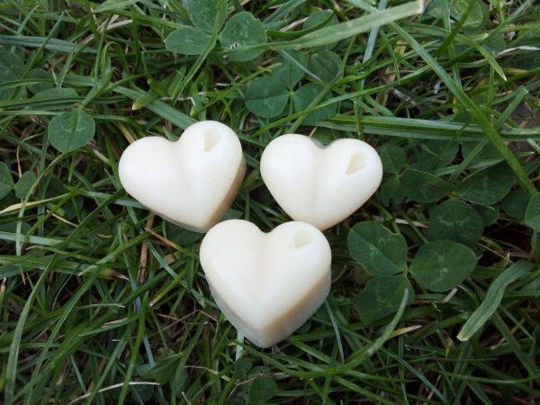 Nos petits savons au lait de jument nature petit coeur